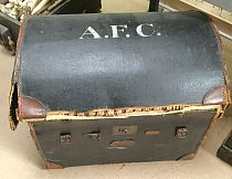 Large sea-chest / trunk / treasure-chest